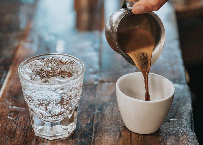 koffie-thee-vitaliteit-water-gezondheid-cafeïne