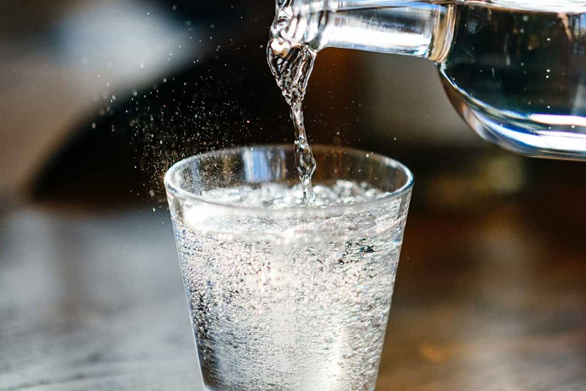 Wat is het verschil tussen bronwater en mineraalwater?
