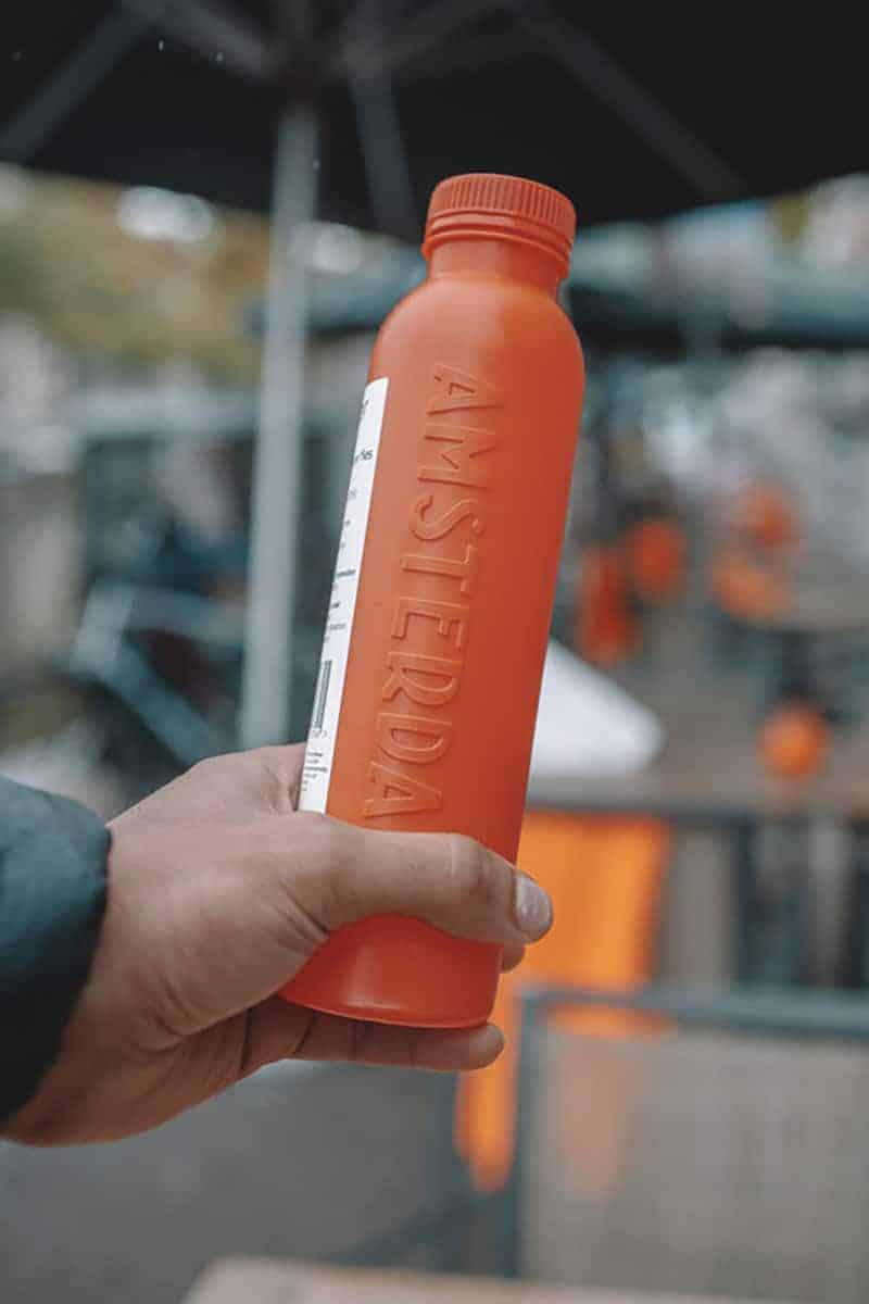 Bottle Up is ambassadeur van MADE BLUE en doneert 100 keer de inhoud van elke fles als schoon drinkwater in ontwikkelingslanden