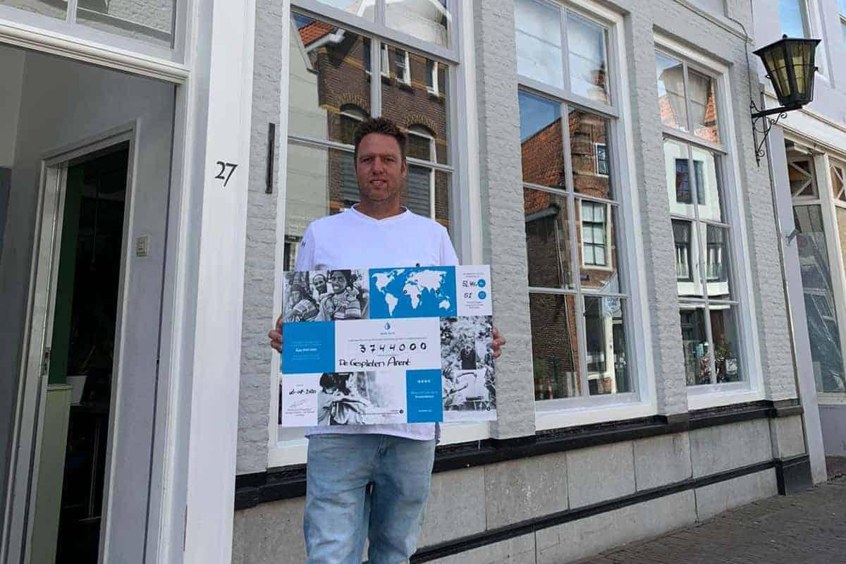 De Gespleten Arent in Middelburg doneerde al meer dan 3 miljoen liter schoon drinkwater.