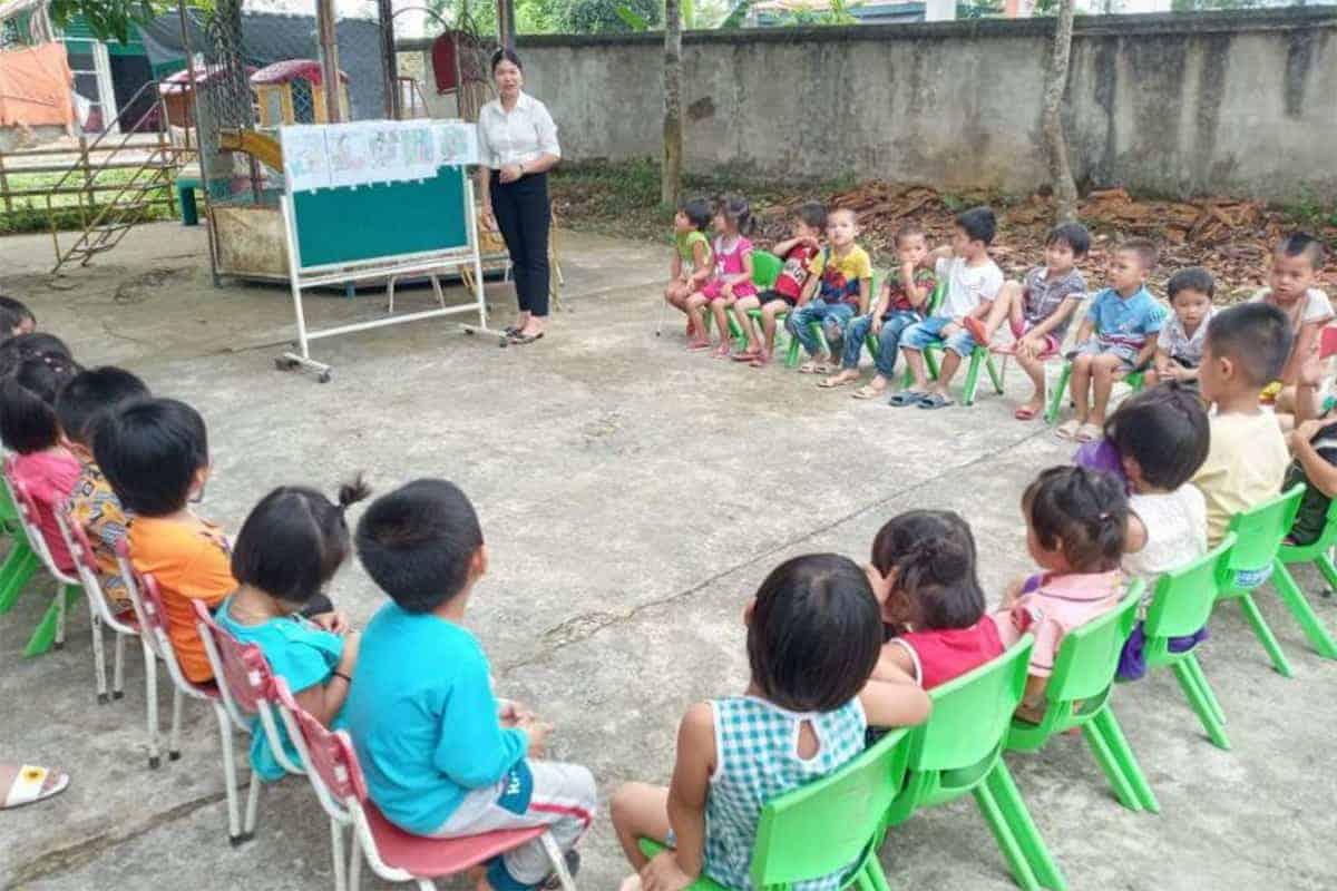 Basisschool kinderen krijgen voorlichting over water en hygiëne